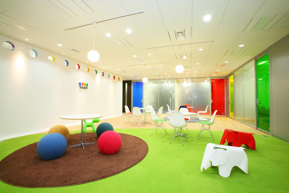 子供たちと遊びたくなる「たまご型」ワクワク空間。</p>